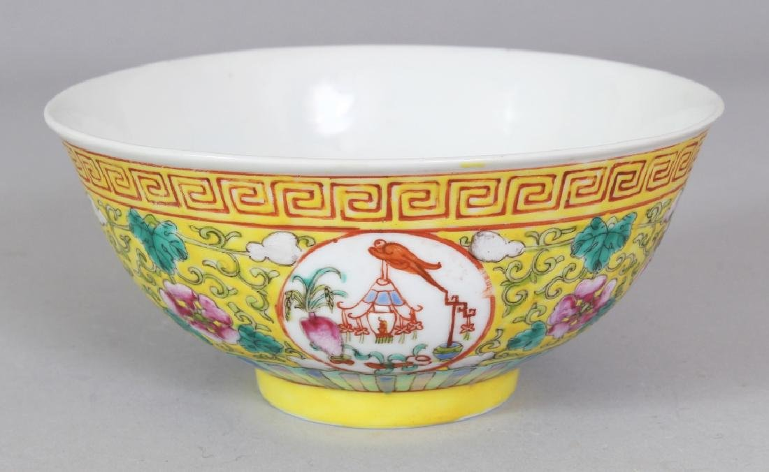 A 19TH/20TH CENTURY CHINESE YELLOW GROUND PORCELAIN