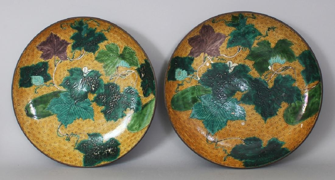 A GOOD LARGE PAIR OF 19TH CENTURY JAPANESE YELLOW