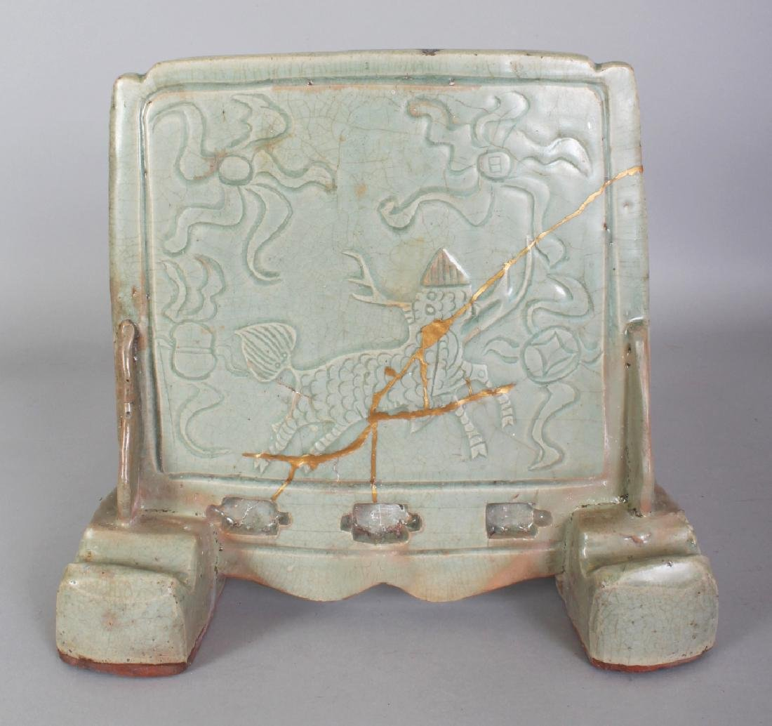 A GOOD CHINESE MING DYNASTY CELADON GLAZED STONEWARE