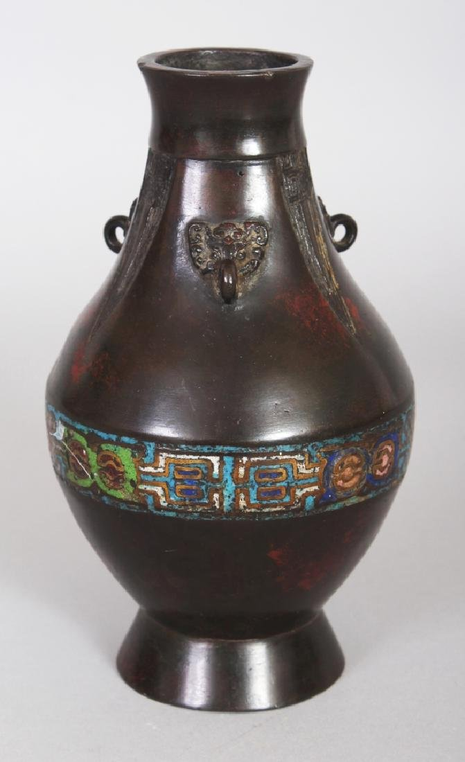 AN EARLY 20TH CENTURY JAPANESE CHAMPLEVE & BRONZE VASE,