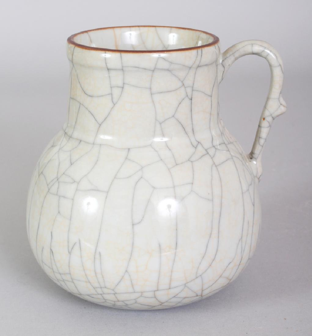 A CHINESE GE STYLE CRACKLEGLAZE PORCELAIN EWER, the