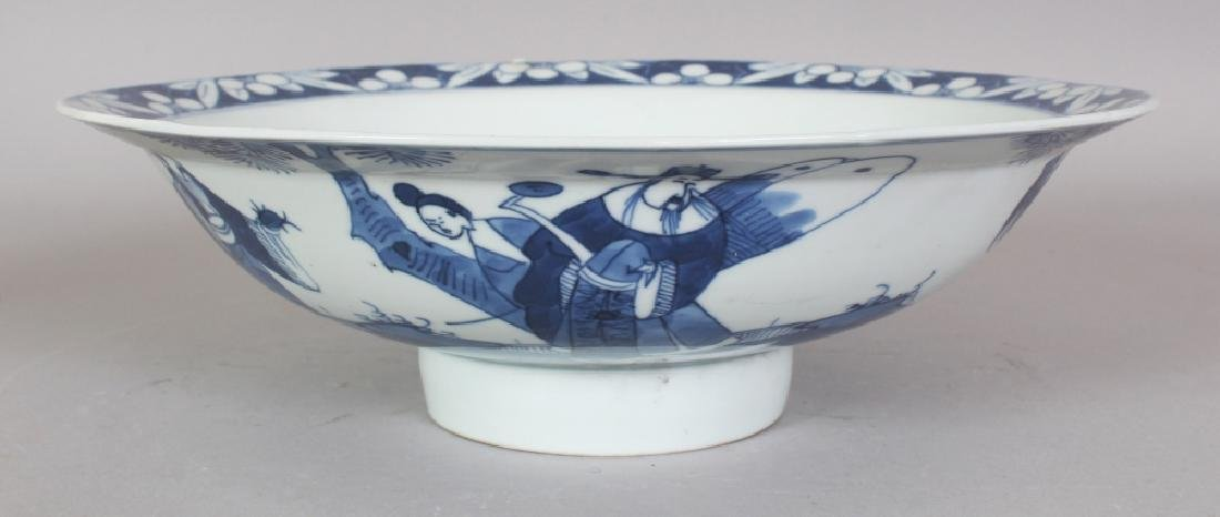A 19TH CENTURY CHINESE BLUE & WHITE PORCELAIN BOWL,