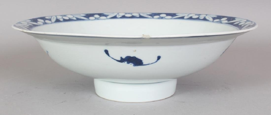 A 19TH CENTURY CHINESE BLUE & WHITE PORCELAIN BOWL, - 3