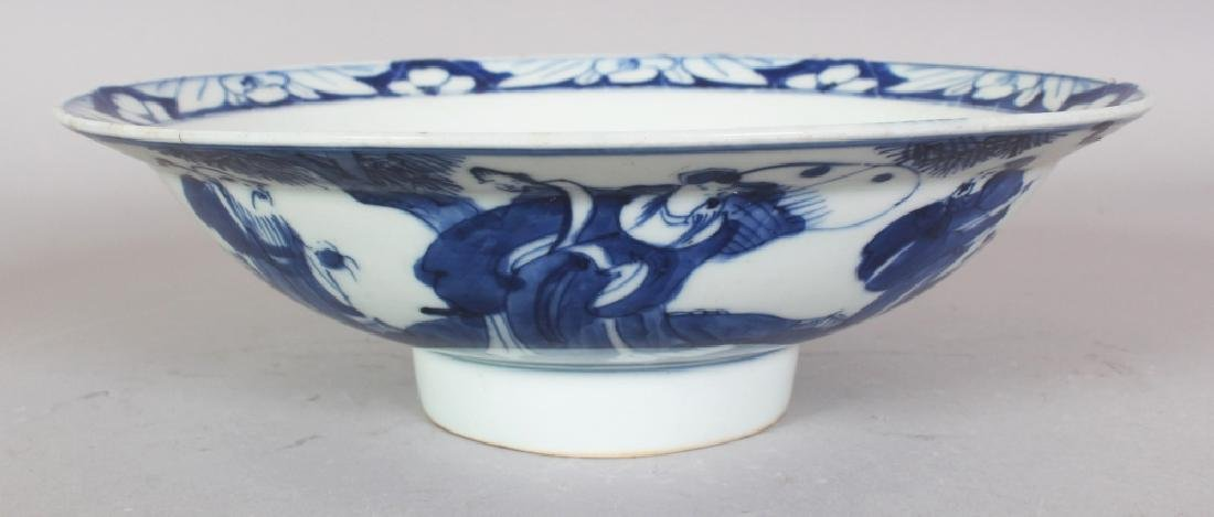 A SIMILAR SMALLER 19TH CENTURY CHINESE BLUE & WHITE