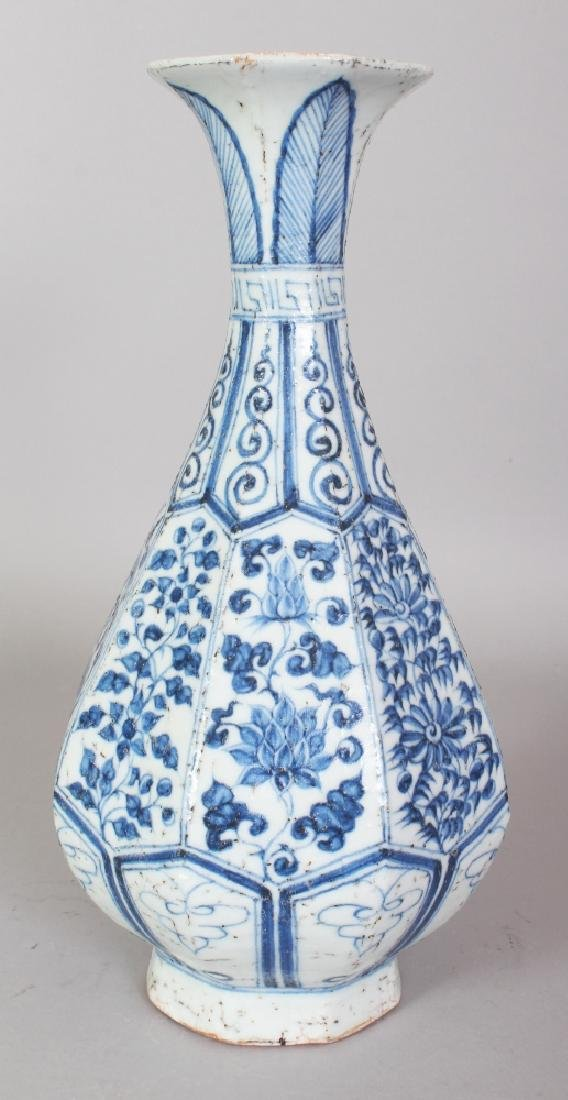 A CHINESE YUAN STYLE BLUE & WHITE PORCELAIN