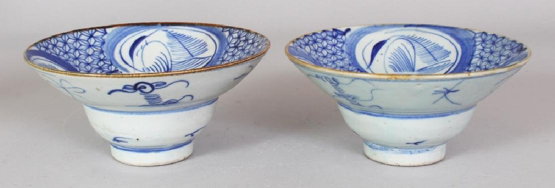 A PAIR OF 19TH CENTURY CHINESE BLUE & WHITE PROVINCIAL