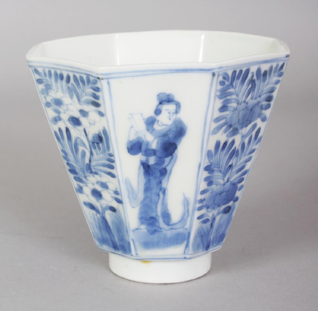 A 19TH CENTURY JAPANESE ARITA PORCELAIN BEAKER CUP, of