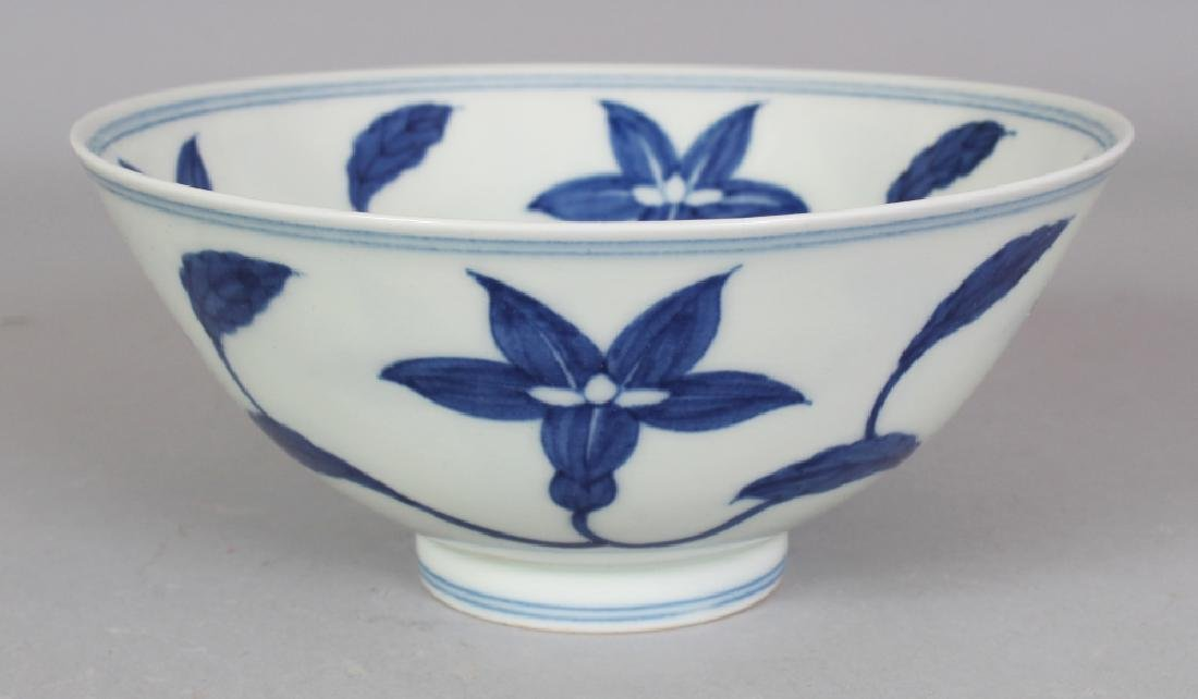 A CHINESE MING STYLE BLUE & WHITE PORCELAIN PALACE LILY