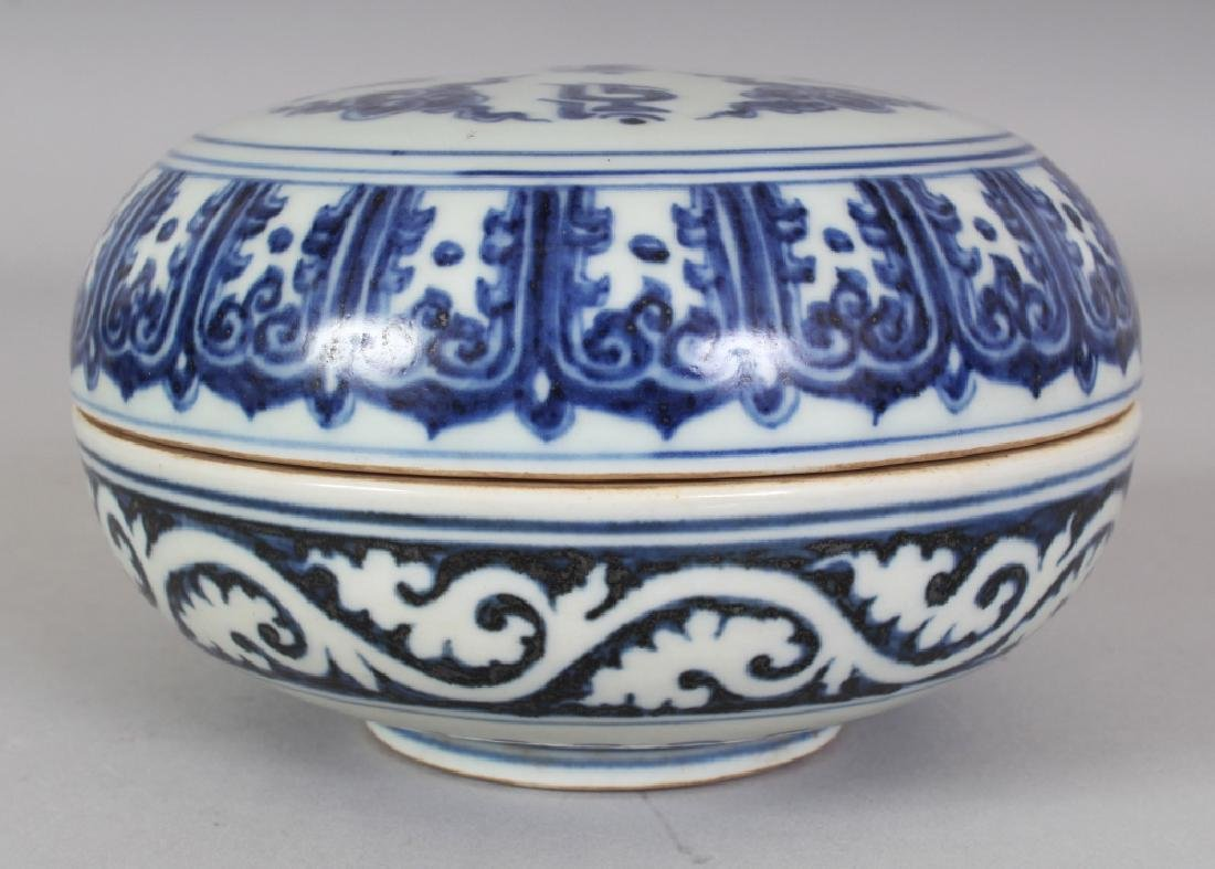 A CHINESE MING STYLE TIBETAN MARKET BLUE & WHITE - 3