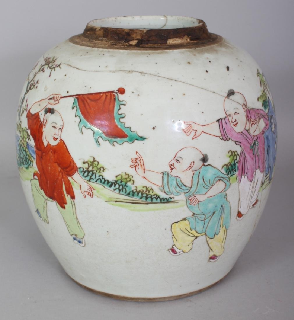 AN 18TH CENTURY CHINESE FAMILLE ROSE PORCELAIN JAR,