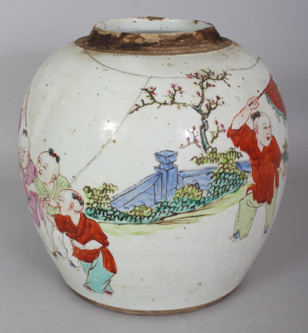 AN 18TH CENTURY CHINESE FAMILLE ROSE PORCELAIN JAR, - 2