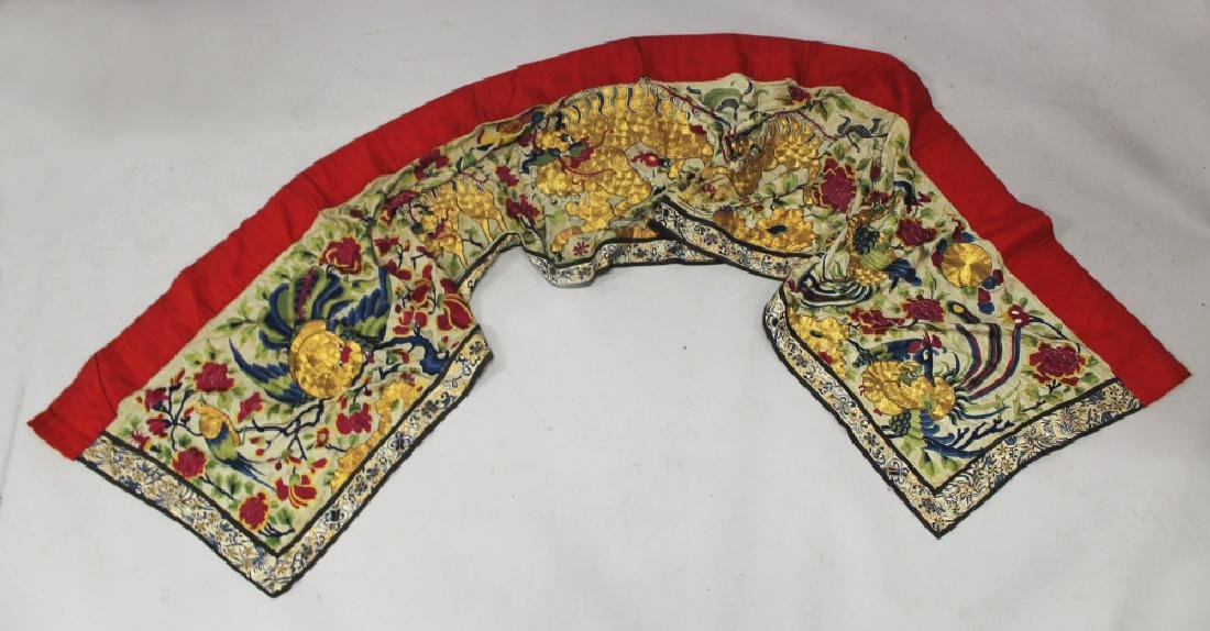 A WIDE EARLY 20TH CENTURY CHINESE EMBROIDERED SILK WALL
