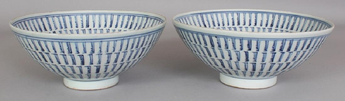 A NEAR PAIR OF CHINESE BLUE & WHITE PROVINCIAL STYLE - 3