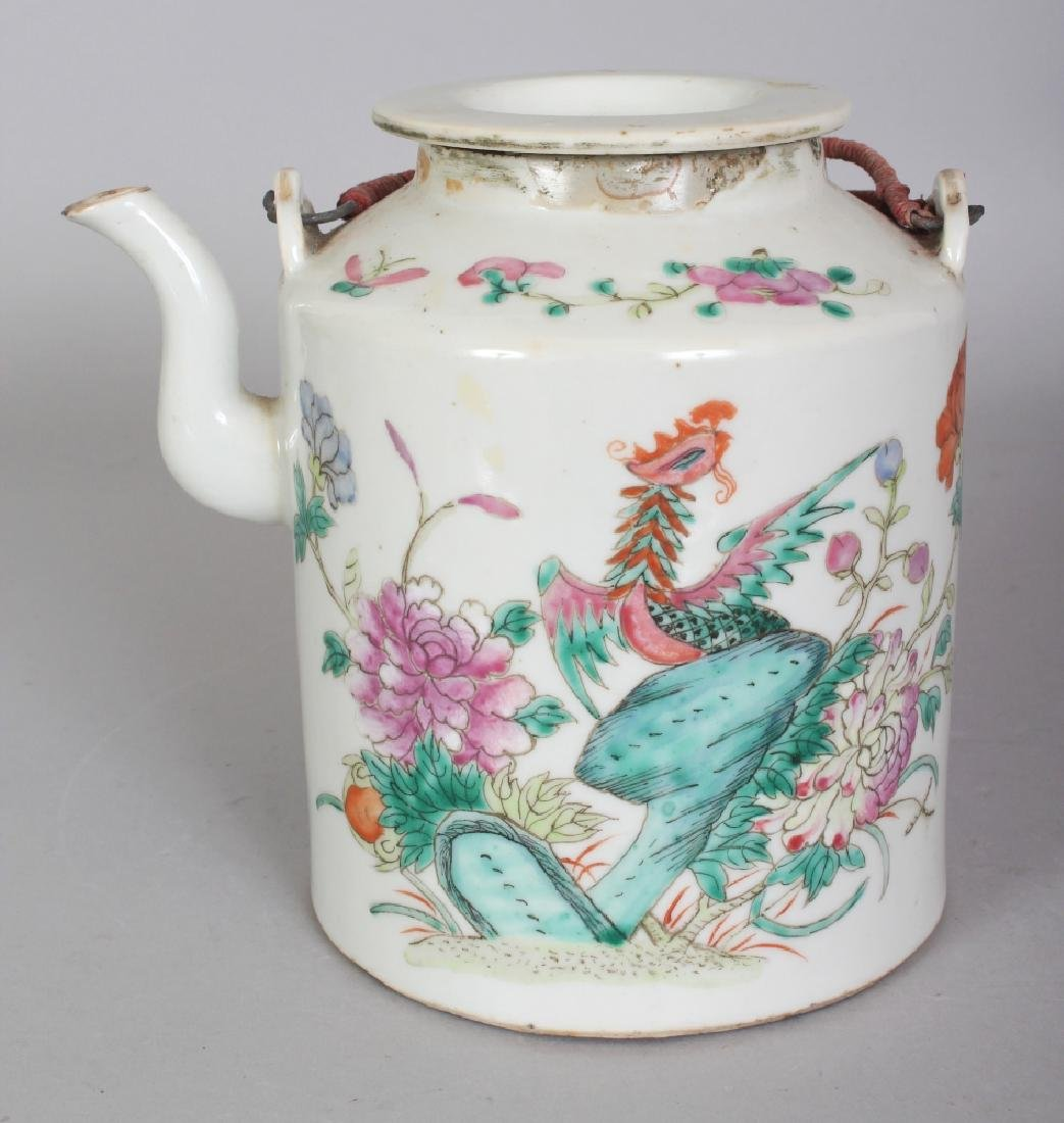A LATE 19TH CENTURY CHINESE FAMILLE ROSE CYLINDRICAL