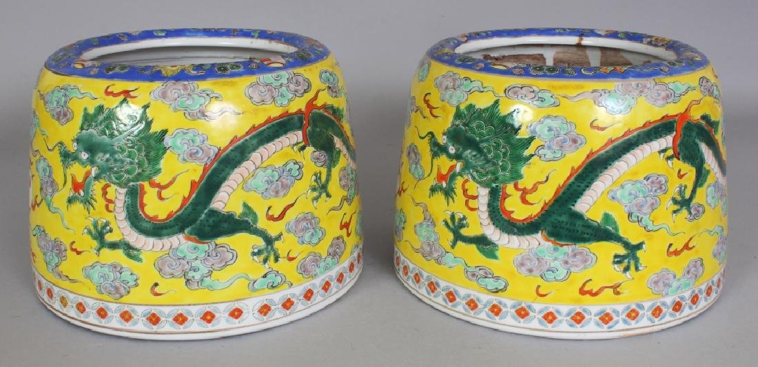 A PAIR OF EARLY 20TH CENTURY ORIENTAL YELLOW GROUND