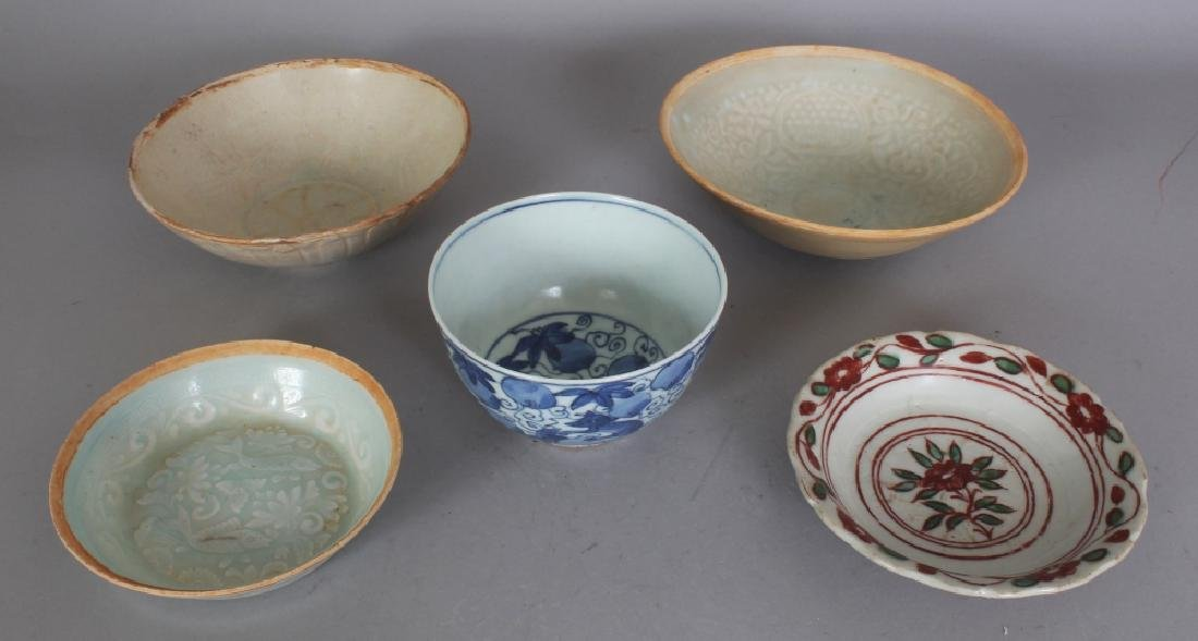 A CHINESE SONG DYNASTY PORCELAIN BOWL, applied with a