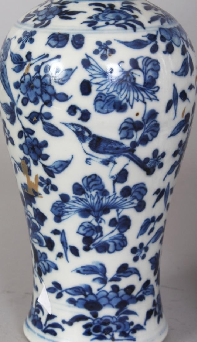 A GARNITURE OF FOUR 19TH CENTURY CHINESE BLUE & WHITE - 3