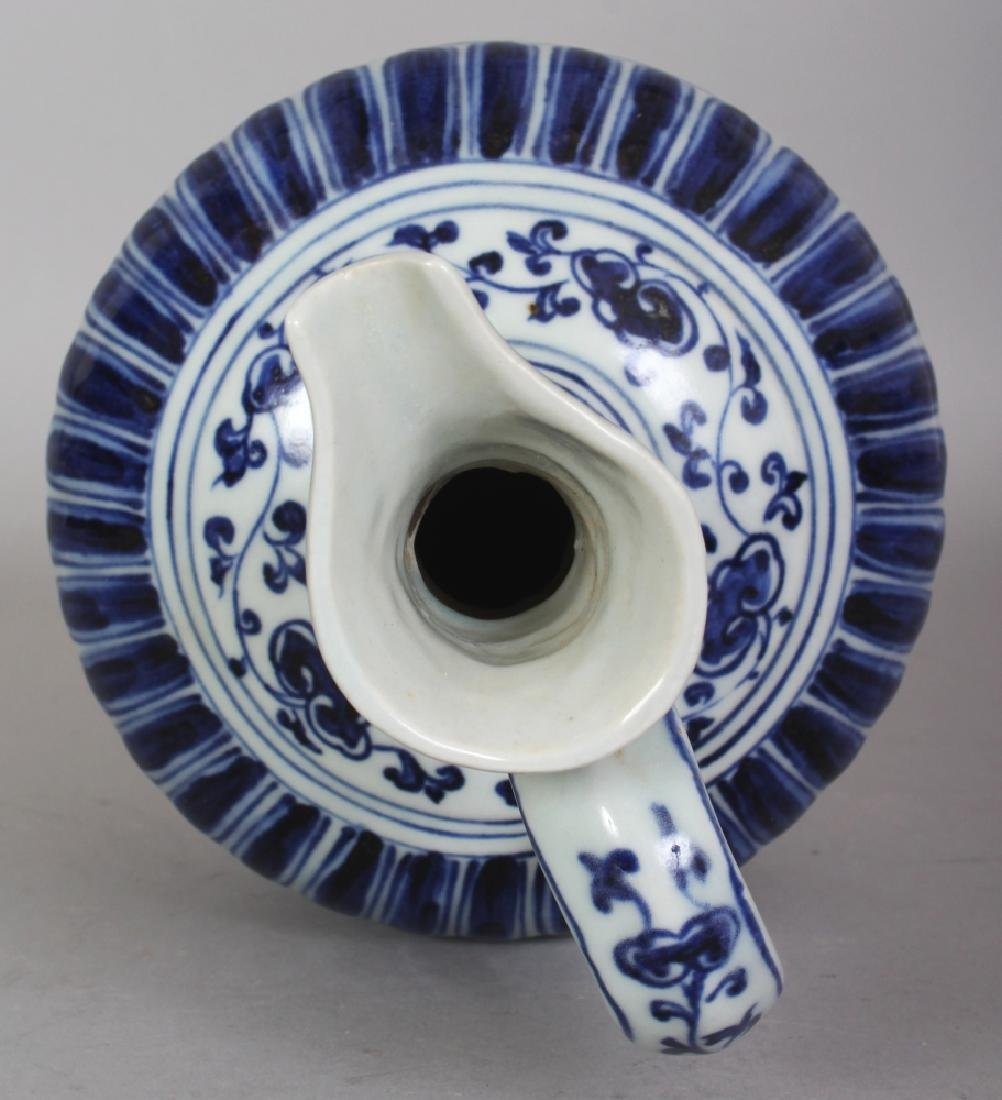 A CHINESE MING STYLE BLUE & WHITE PORCELAIN PHOENIX - 7