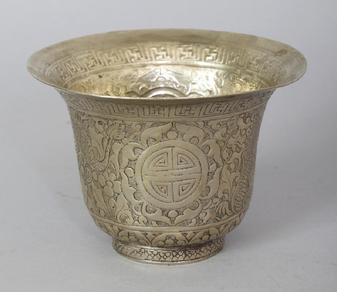 A 19TH/20TH CENTURY CHINESE SILVER-METAL WINE CUP,