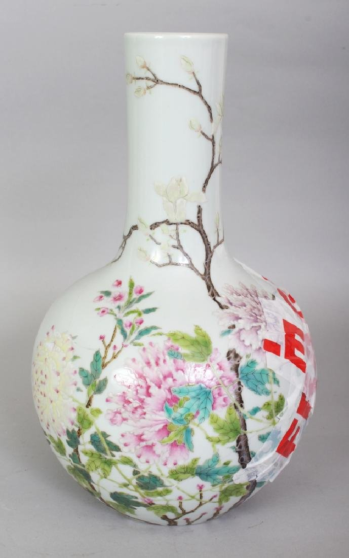 A CHINESE FAMILLE ROSE PORCELAIN BOTTLE VASE, decorated