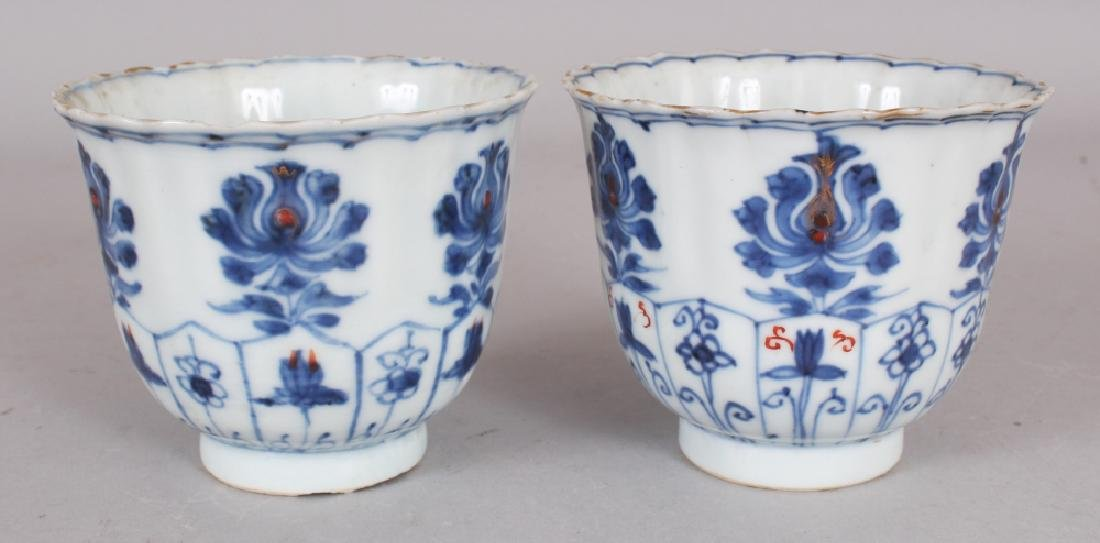 A PAIR OF EARLY 18TH CENTURY CHINESE KANGXI PERIOD