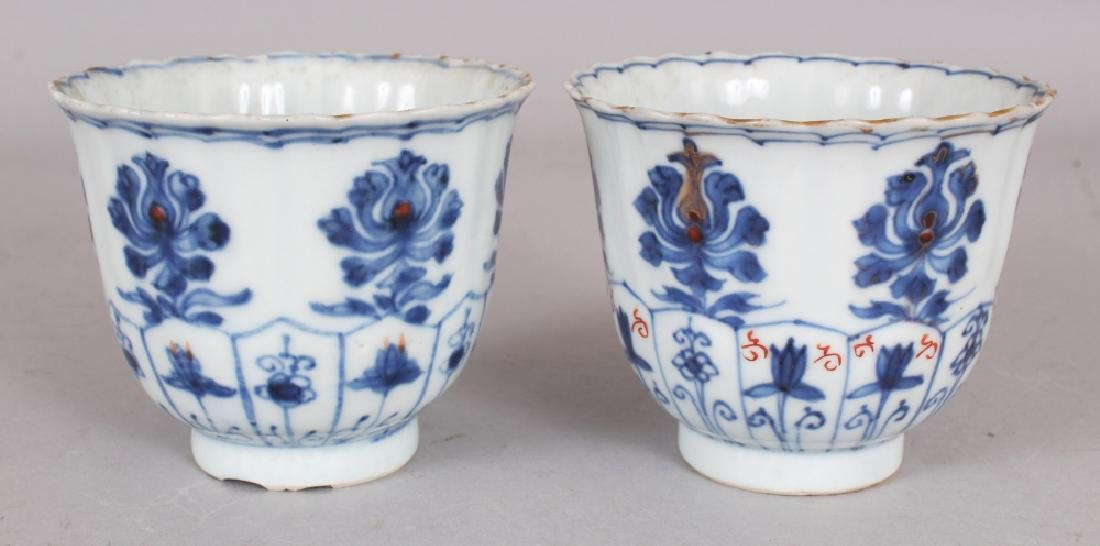 A PAIR OF EARLY 18TH CENTURY CHINESE KANGXI PERIOD - 2