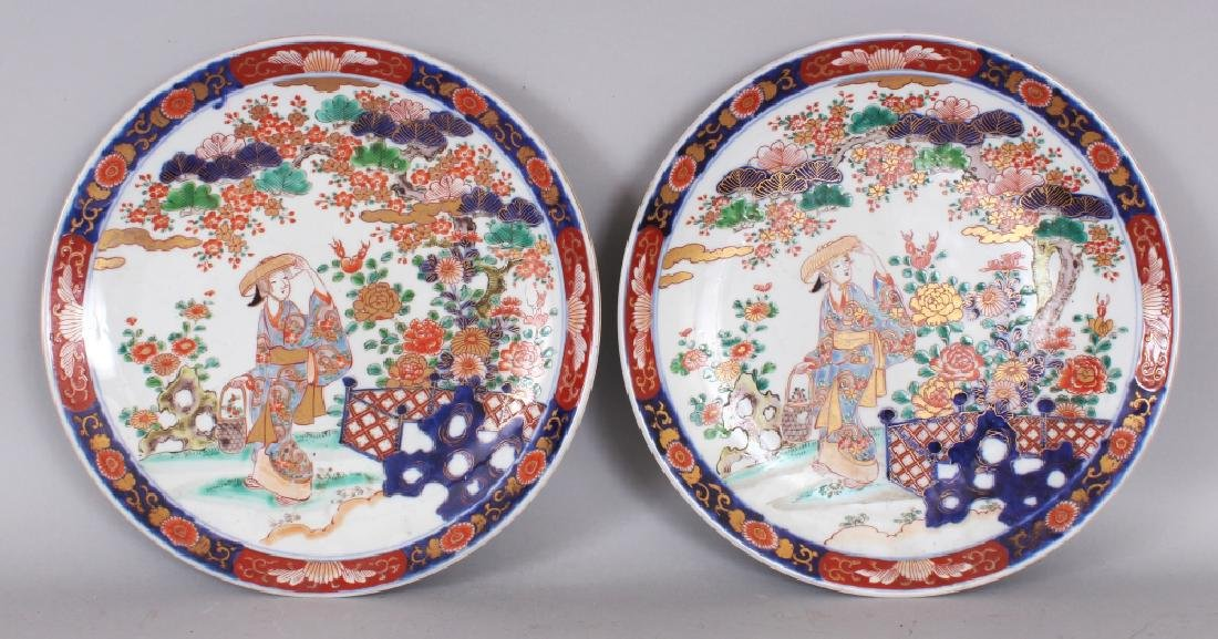 A PAIR OF EARLY 20TH CENTURY JAPANESE IMARI PORCELAIN