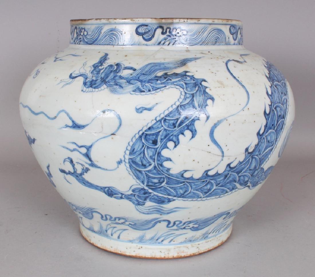 A CHINESE YUAN STYLE BLUE & WHITE PORCELAIN DRAGON JAR,