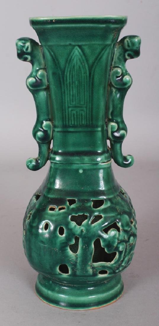 A CHINESE MING STYLE GREEN GLAZED PIERCED CERAMIC VASE,