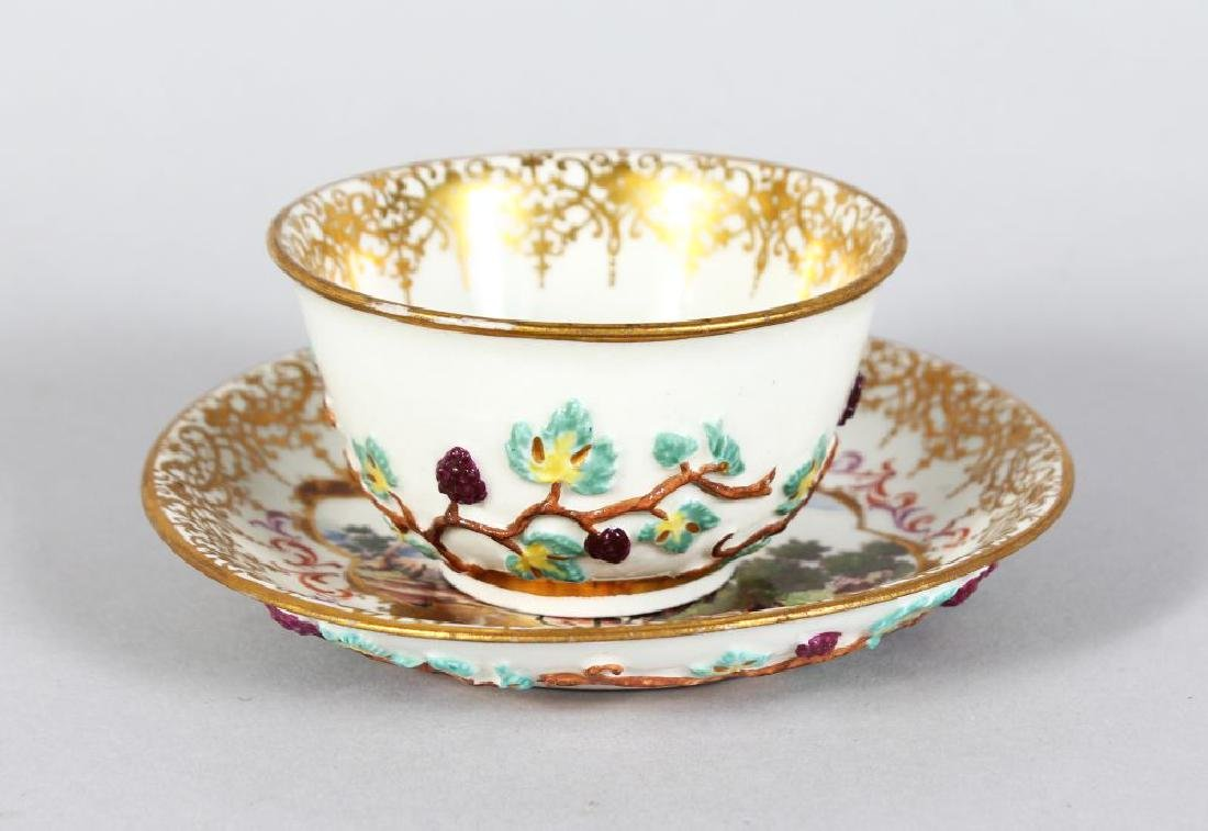 AN 18TH CENTURY MEISSEN PORCELAIN TEA BOWL AND SAUCER,