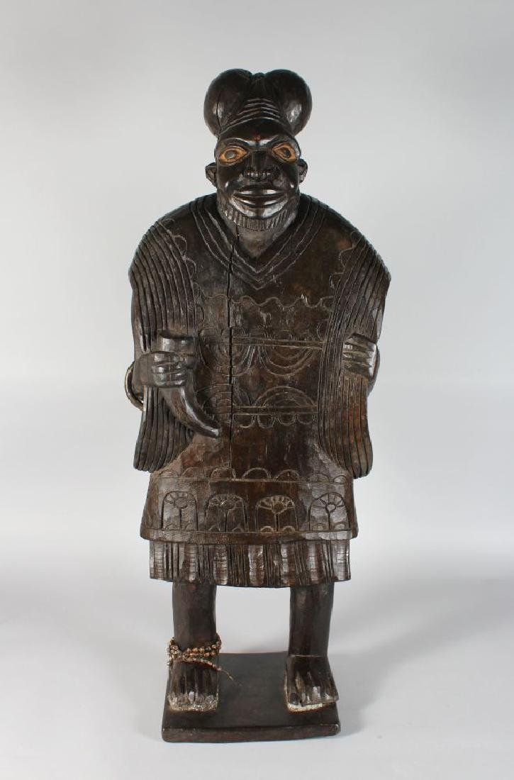 AN UNUSUAL CARVED WOOD STANDING FIGURE, POSSIBLY MAORI,