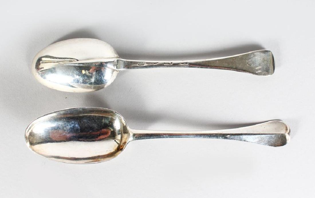 A PAIR OF GEORGIAN RAT TAIL SPOONS