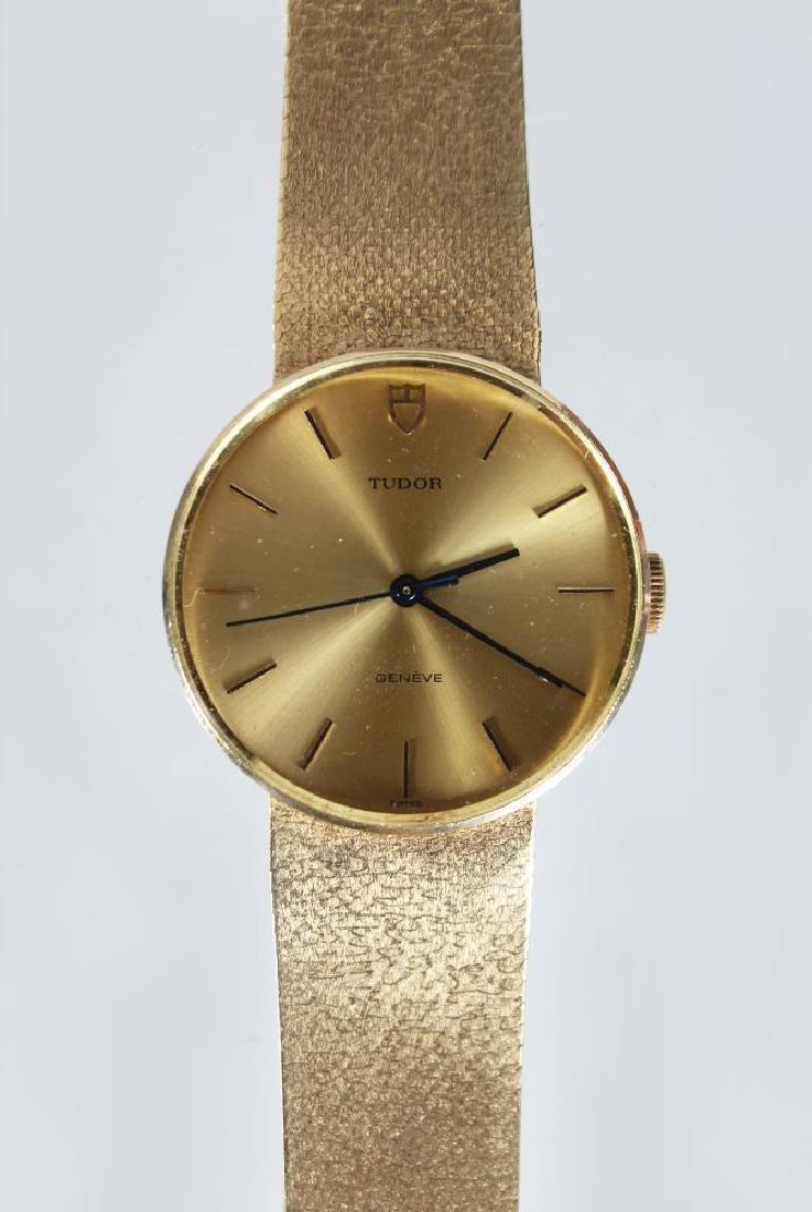 A TUDOR ROLEX 9ct GOLD WRIST WATCH, with bracelet strap