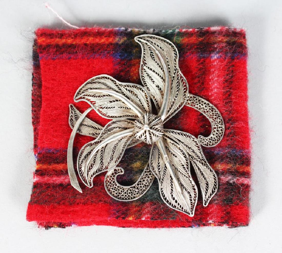 A LARGE SILVER FILIGREE BROOCH, dated 1925