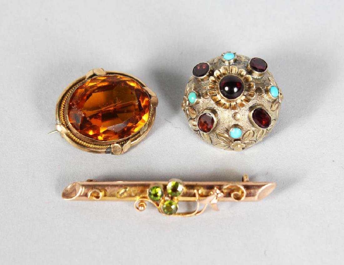 AN EDWARDIAN 9ct GOLD BAR BROOCH, and two scottish