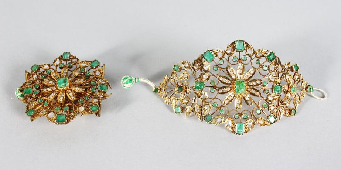A SUBERB PAIR OF GOLD FOLDING CUFFS, set with emeralds