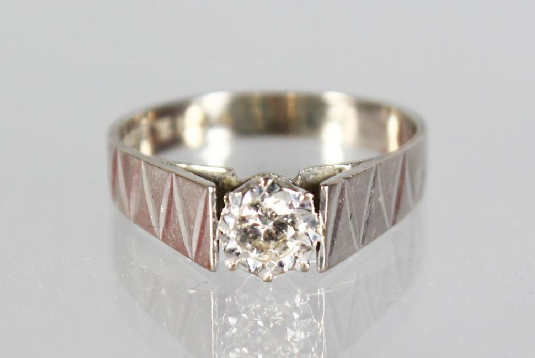 AN 18ct WHITE GOLD SOLITAIRE DIAMOND RING