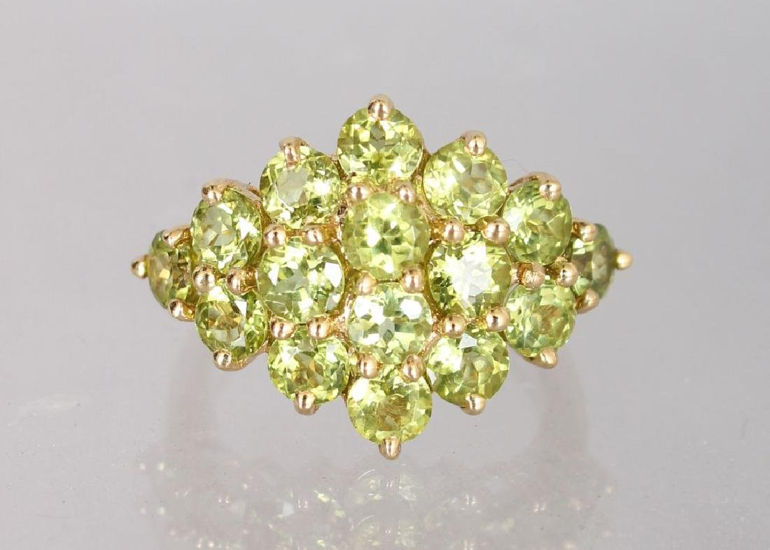 A 14K YELLOW GOLD AND PERIDOT CLUSTER RING.