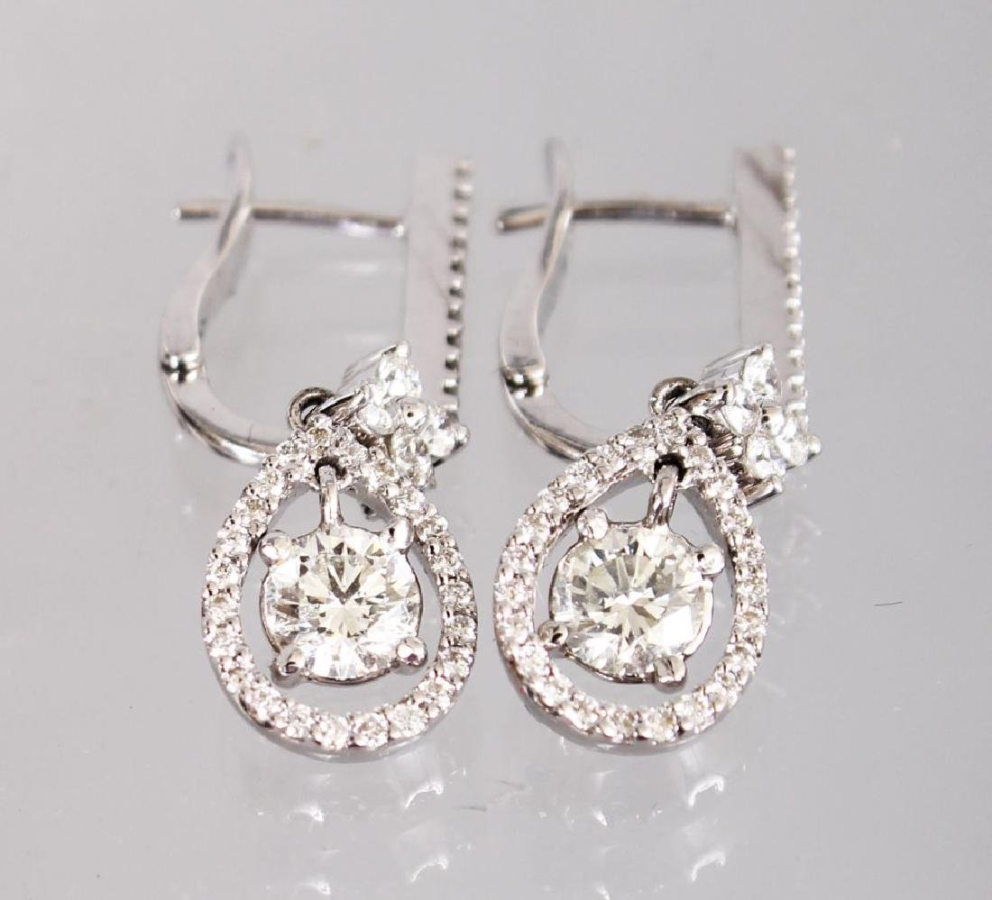 A GOOD PAIR OF 18CT WHITE GOLD DIAMOND DROP EARRINGS of