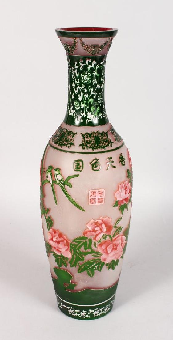 A LARGE PEKING GLASS TYPE VASE of Chinese design with