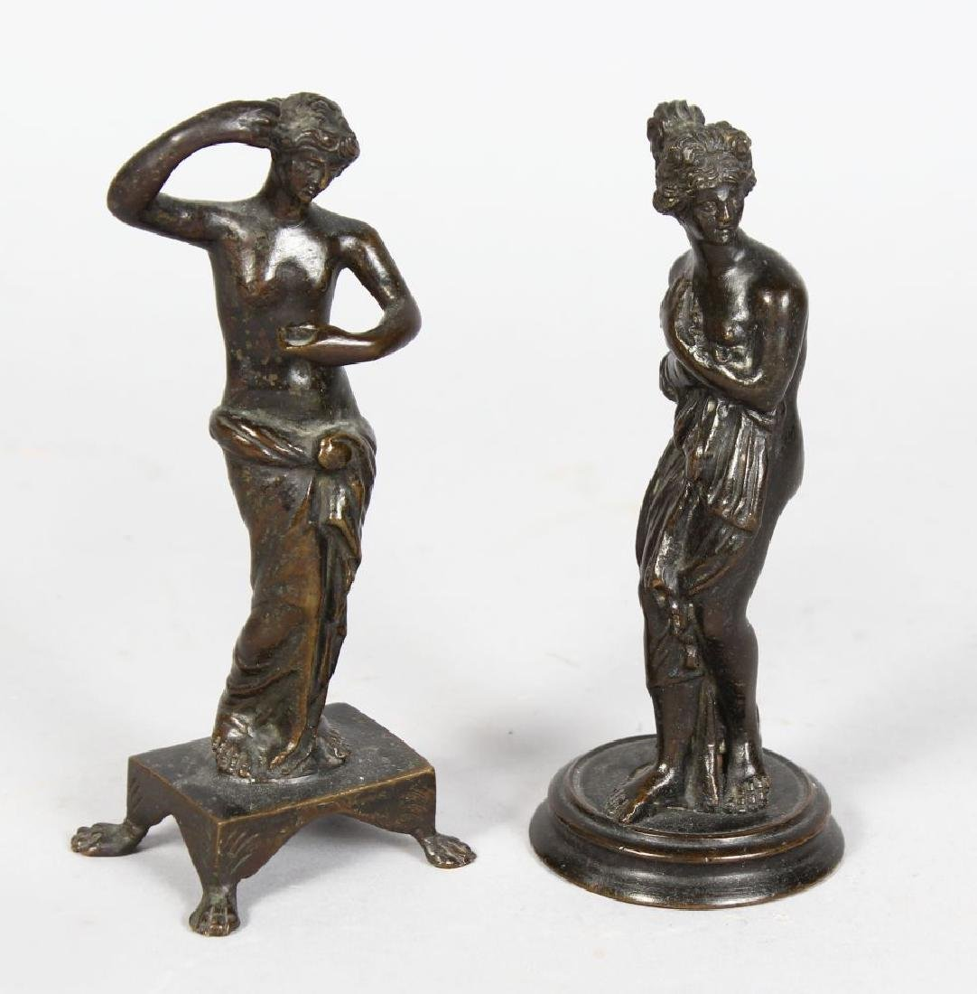 AFTER THE ANTIQUE  A SMALL PAIR OF BRONZE FIGURES OF