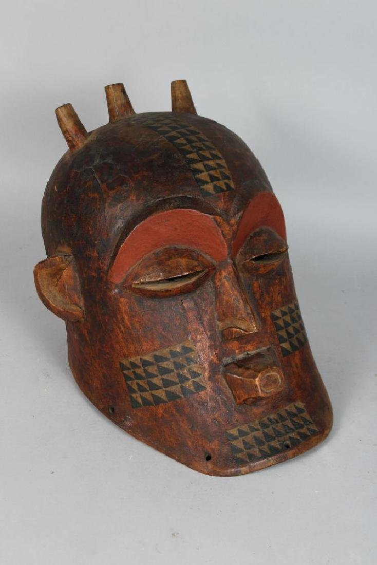 AN AFRICAN CARVED BIOMBO STYLE HELMET MASK with Horns, - 2