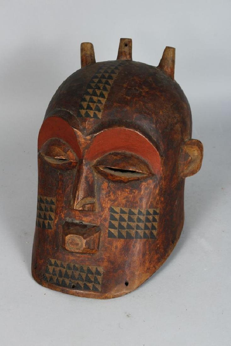 AN AFRICAN CARVED BIOMBO STYLE HELMET MASK with Horns, - 3