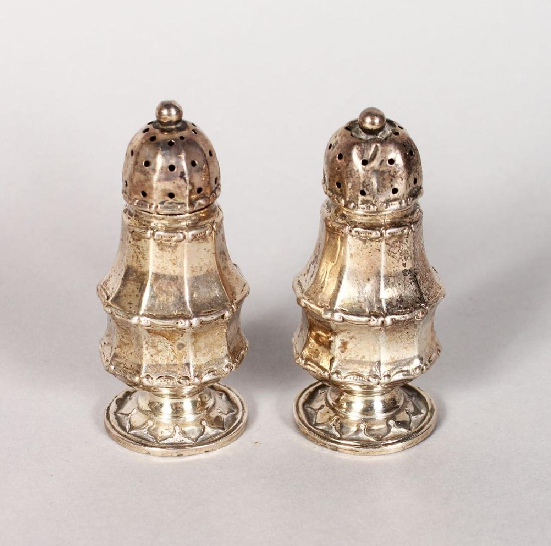 A SMALL PAIR OF SILVER PEPPERETTES.  Birmingham 1912.