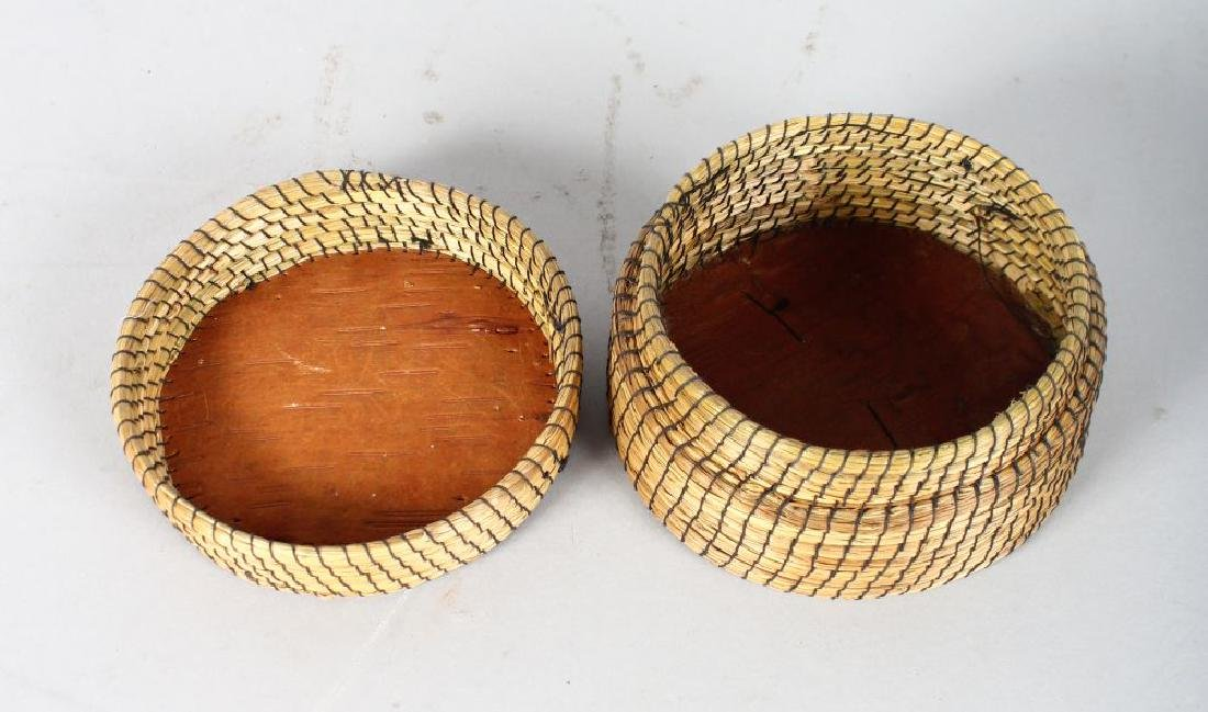A RED INDIAN SILVER BIRCH AND QUILLWORK CIRCULAR BOX - 2