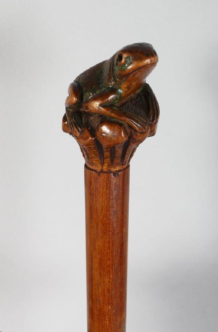 A FOLK ART WALKING STICK with carved frog handle. - 3