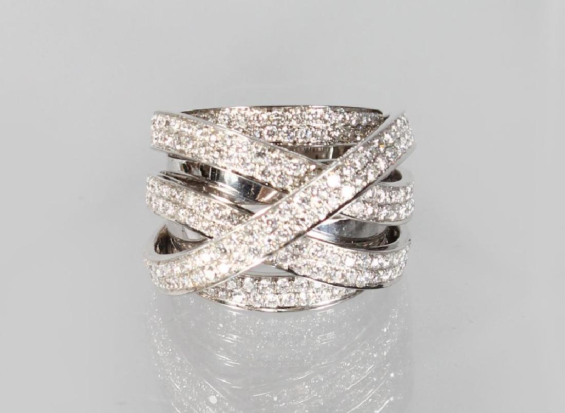 A SUPERB 18CT WHITE GOLD DIAMOND SET TWIST RING.