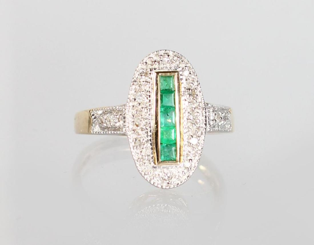 A 9ct GOLD ART DECO STYLE CALIBRE CUT EMERALD AND