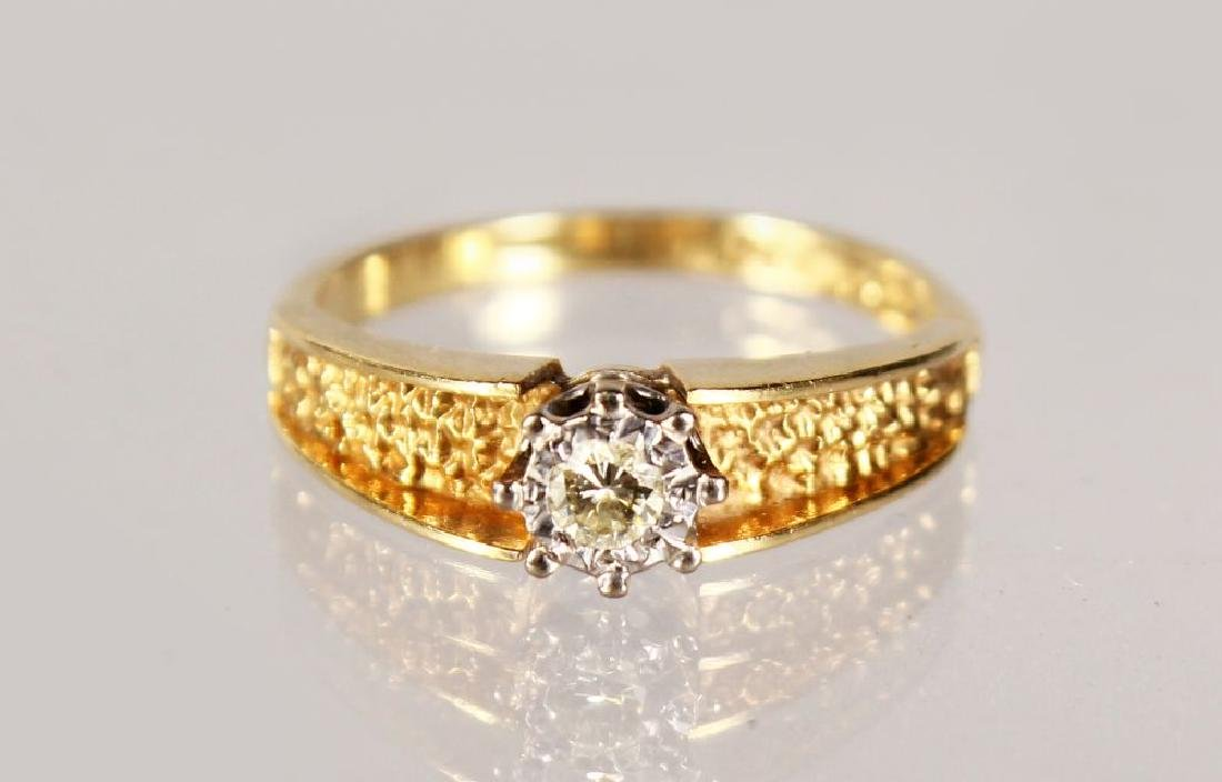 AN 18CT YELLOW GOLD AND DIAMOND RING.