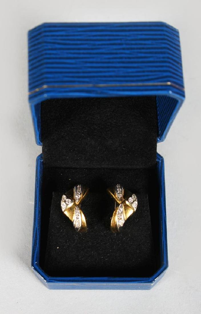 A PAIR OF 18CT YELLOW GOLD DIAMOND SET EARRINGS.